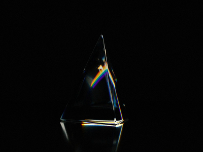 Triangular prism clean glass lightning rainbow 3d art aniamtion blender