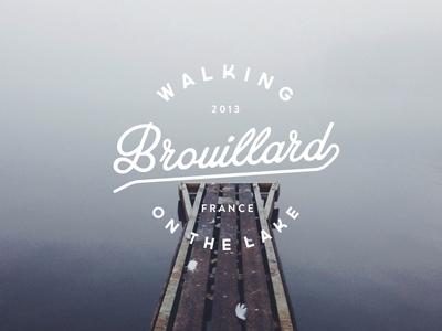 Brouillard fog mist pontoon lake logo france typography